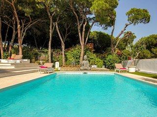 4 bedroom villa heated pool 2nd line beach, Puerto Cabopino, Marbella