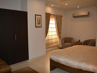 Luxurious Flat in the mid of Islamabad and airport