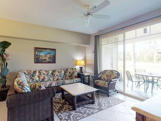 Amazing golf-course-front condo w/ lanai, AC & shared pool/hot tub/gym!
