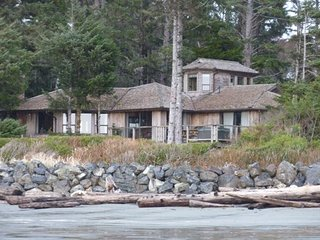 Beautiful Home on Chesterman Beach