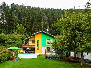 Charming Colorful Villa at Majestic Mountain