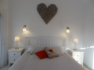 Private room with super kingsize bed,access to heated pool and garden. Free WiFi