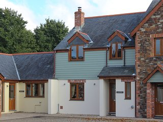 Modern open-plan cottage with parking and secure garden, 2 miles from Rock