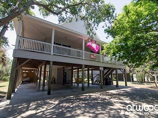Just Trippin' - Tasteful Home Located Steps To the Ocean 4BR/2BA