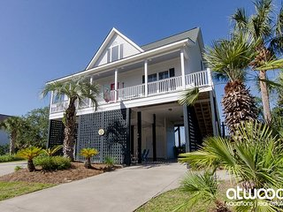 Just Us - Beautiful Marsh Views, Easy Beach Access, Screened Porch
