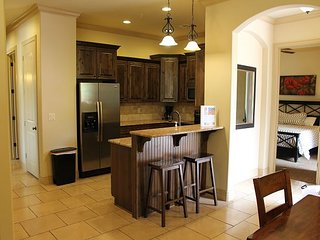 Katy Perry Stayed Here! 3 bedroom 2 bath Secluded Suite. H7
