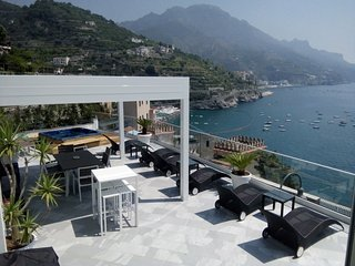 SEA ACCESS VILLA WITH GREAT VIEWS IN AMALFI COAST