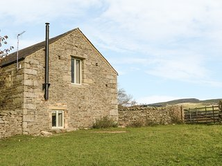 RUSHTON BARN, woodburner, romantic, near Settle