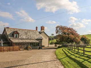 OAK COTTAGE, open-plan, Chittlehampton