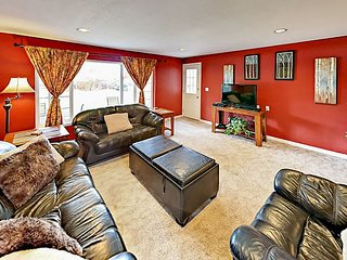 Spacious 4BR/3BA on Half-Acre w/ Fenced Yard, Private Hot Tub & Family Room