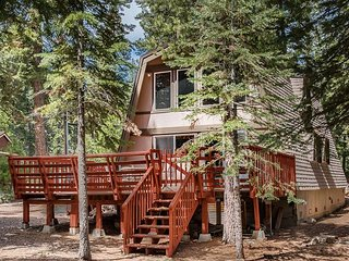 Snug Log Cabin in Carnelian Bay - Great Central location to all the  fun