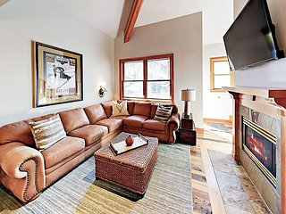 Spacious 2BR w/ Sought-After Deer Valley Location -- Walk to Shops & Dining