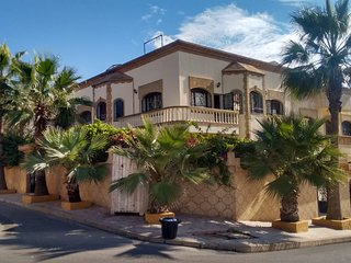 spacious & family friendly 5 BR villa, Ocean views
