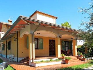 2 bedroom Apartment in Marina di Carrara, Tuscany, Italy : ref 5650963