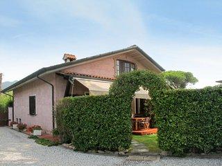 2 bedroom Villa in Capanne-Prato-Cinquale, Tuscany, Italy : ref 5655489