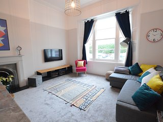 New Boutique Holiday 2 bed Apartment in Wellswood, Torquay  3 Sheets To The Wind