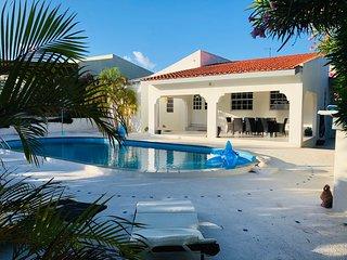Tropische villa met privezwembad voor 6 personen