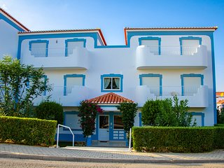 2 Bedroom Ground Floor apartment close to Pool