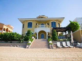 5 Bedrooms Beachfront Villa on Palm Jumeirah