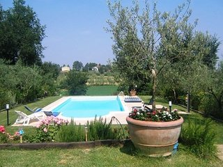 Luxury villa Lorenzo with pool, garden, air conditioning in Cortona Valley