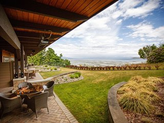 Parksville Sunrise Ridge Waterfront Resort 2 Bedroom Condo + View