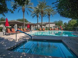A Gainey Ranch Beauty! Great Central Scottsdale Location. Walk to dine/shop!