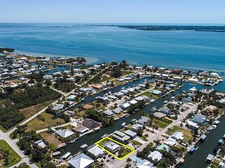 Villa Island Time, enjoy the waterfront living on Pine Island