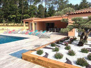 SPLENDIDE Villa neuve Contemporaine de 360M2  a 50 km de ST TROPEZ et ST RAPHAEL