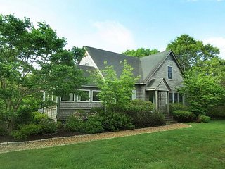 Beautiful West Tisbury Home with Association Pool
