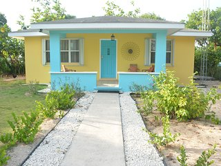 GREAT SEASONAL DISCOUNTS!  CAYMAN COTTAGE NEAR THE OCEAN.