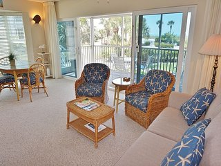 Feel Right at Home! Very Nice with easy access to the Pool and Beach!  A3611A