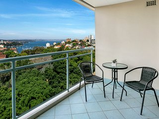 ALF49 - Huge 2 Bedroom Apartment with Great Views!
