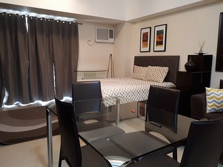 Modern Suite + High Wifi at BGC Venice Mall