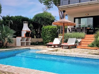 Villa Baulo Pleta, garden and pool near the beach.
