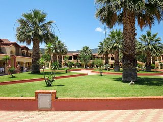 1 bedroom Apartment with Pool, Air Con and Walk to Beach & Shops - 5642638