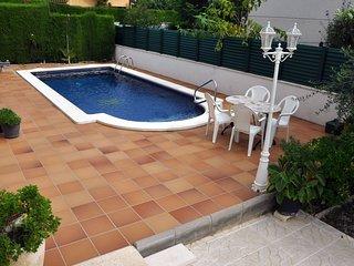Casa en Roda de Bera con piscina privada y pista de tenis!