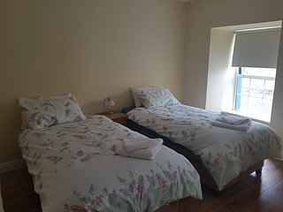 Clodagh Bar - House -sleeps 20