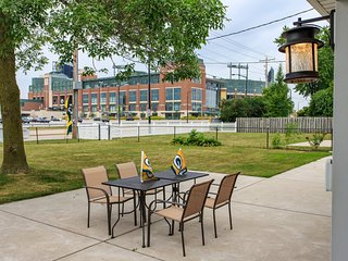 Packer Villa in the heart of the Stadium District