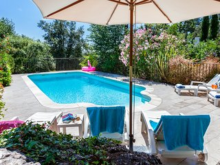 Family house with pool near Valbonne