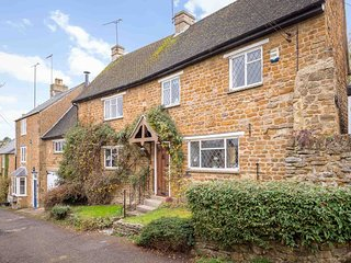 Bridge Hill Cottage is a picture-postcard Cotswold-stone house