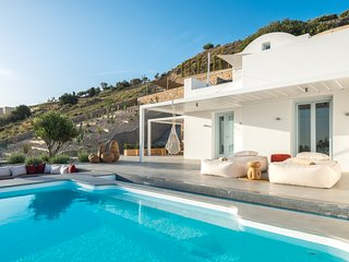 Santorini Heights | Cactus Suite w Private Heated Pool + BR
