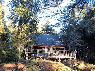 Seal Rock - crafted cabin on the water near Acadia and Bar Harbor