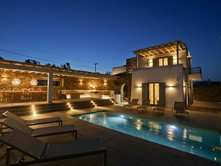 Villa Moonflower, luxury villa with private pool and Jacuzzi by Elite Estates