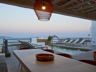 Villa Sunflower, modern and luxury villa with private pool and Jacuzzi