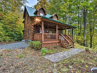 NEW-Rustic Bryson City Cabin w/Fire Pit by Fishing