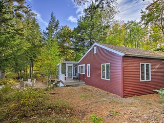 NEW Lake Winnipesaukee Cottage w/ Kayaks & Dock!