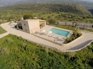 Villa Chiaramonte - Romantic Villa with panoramic pool