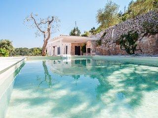 Trulli Belvedere: Stylish Trulli with Pool