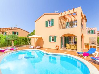 3 bedroom Villa with Air Con, WiFi and Walk to Beach & Shops - 5479285