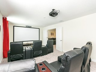 PRIVATE CINEMA 8Bed Home Champion Gates FREE Water Park Sleep 19